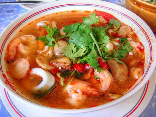 Тарелочка знаменитого тайского супа Том Ям